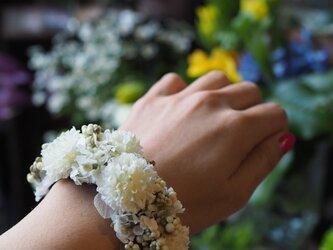 シャビーシック 小花のリストブーケの画像