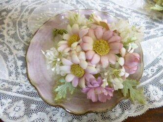 マーガレットとシルクの小花*コサージュの画像