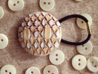 スモッキング刺繍くるみボタンのへアゴム S-8の画像