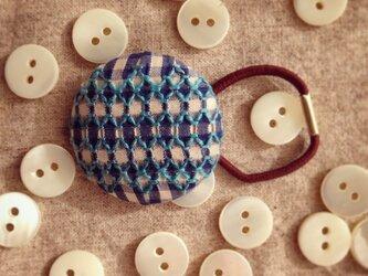スモッキング刺繍くるみボタンのへアゴム S-10の画像
