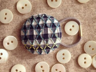 スモッキング刺繍くるみボタンのへアゴム S-12の画像