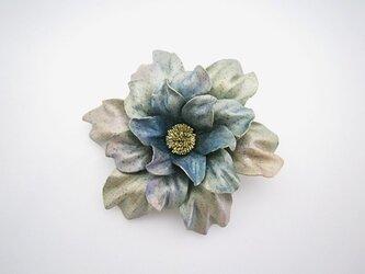 【K様ご注文分】革のコサージュ ダリア (ライトブルー)の画像