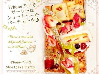 iPhoneケース 苺ケーキデザインの画像