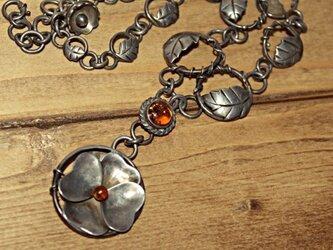 静かに強く咲く 一点物ネックレスの画像