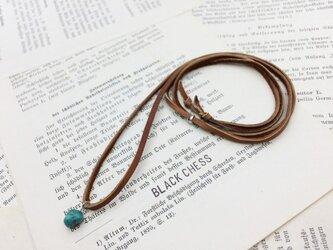 ターコイズの鹿革ネックレス N15の画像