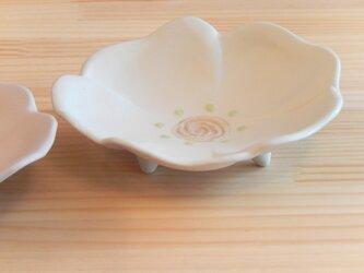 三つ足の花皿 白色の画像