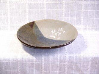 料理が映える皿の画像