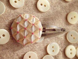 スモッキング刺繍くるみボタンのヘアピン SP-5の画像