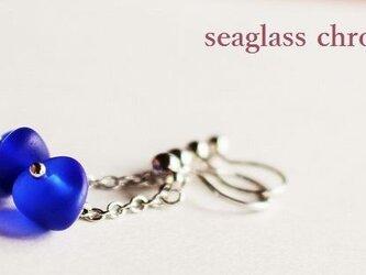 コバルトブルーシーグラスのイヤリングの画像
