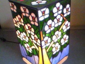 ステンドグラス ランプ角形の画像