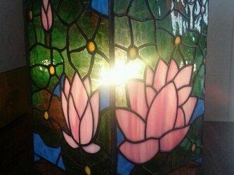 ステンドグラスランプ 蓮の画像