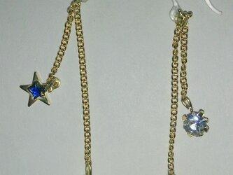 星と月のピアス 青verの画像