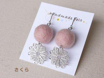 春色さくら フェルトイヤリング・ピアス(花形メタルパーツ)の画像