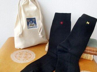 四葉のクローバーとてんとう虫の手刺繍の靴下(巾着付き)の画像