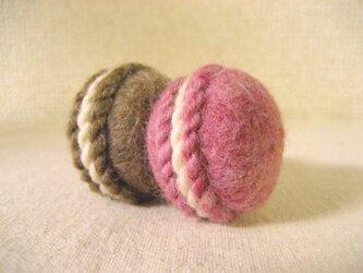 羊毛マカロンのマグネット(チョコ&ストロベリー)の画像