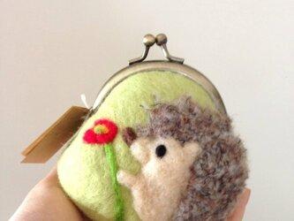 【再販】ポピーとハリネズミの羊毛フェルトがま口の画像