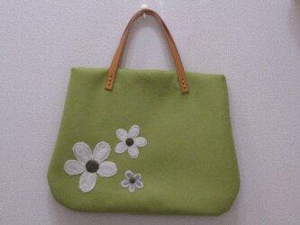 花のフェルトバッグ~ペールグリーン~の画像