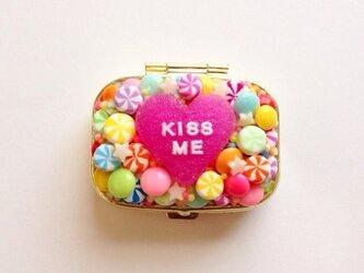 Kiss meハートのピルケースの画像