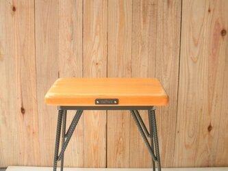 アイアンと木のスツール オレンジ(送料が安くなりました!!)の画像
