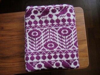 編み込みのひざ掛け 木いちごと鳥 ベージュ×紫の画像