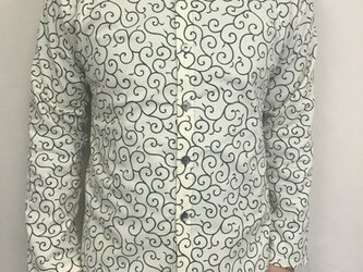 長袖細唐草模様シャツ(生成り×緑)の画像