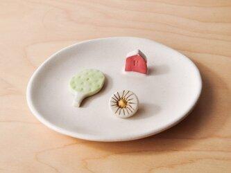 赤いお家の小皿の画像