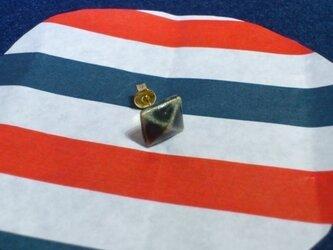 四角いスタッズ型ピアス(片耳用)の画像