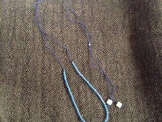 ブルークオーツとアクアマリンのシルクコードネックレスの画像
