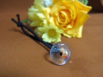パールとガラスのヘアゴムの画像