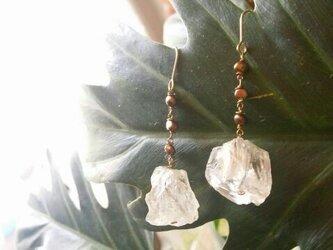 淡水パール&ラフカット水晶のピアスの画像