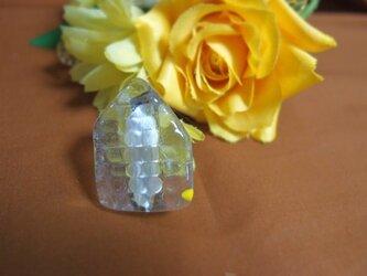 ガラスのお家ブローチの画像