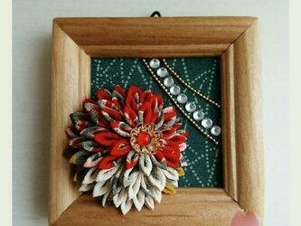 つまみ細工のミニフレーム(剣菊)の画像