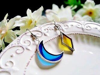 ステンドグラス 月と星のピアス~ブルーとイエロー~の画像