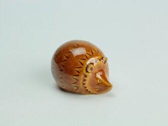 置物 ハリネズミ(小)飴色の画像