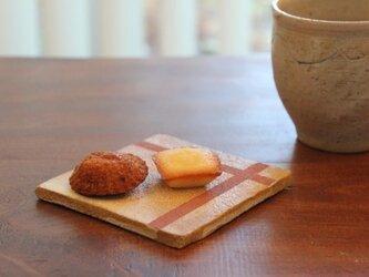 10センチ×10センチの平らなお皿(縦横ライン)の画像
