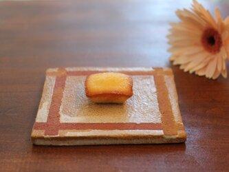 10センチ×10センチの平らなお皿(格子模様)の画像