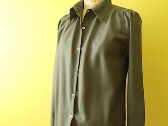 バイアス仕立てのウールシャツの画像