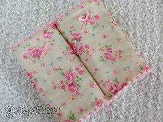 エルゴ よだれパッド キャス風ベージュ花柄 ピンクリボン カバーの画像