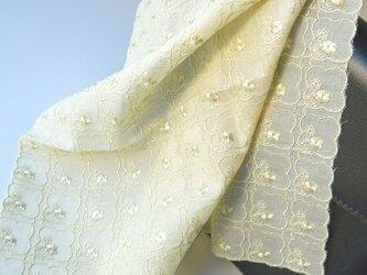 草木染刺繍ハンカチ プチフラワー(ライムイエロー)の画像