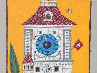 町の時計塔の画像