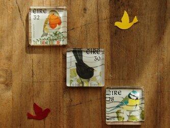アイルランドの切手を使ったガラスタイルマグネット 3個セットの画像