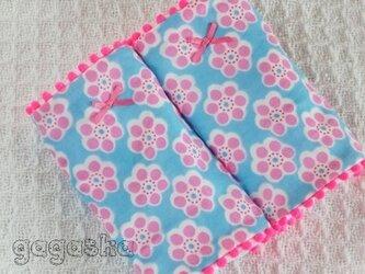 エルゴ よだれパッド 北欧 水色 花柄 ネオンピンク カバーの画像
