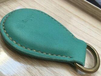 ヌメ革キーホルダー(しずく型ターコイズブルー)の画像