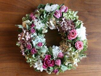 バラと紫陽花のリース ピンクの画像