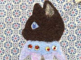 羊毛フェルトのブローチの画像