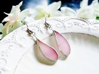 ステンドグラス 花びらピアス~春待ち桜色~の画像