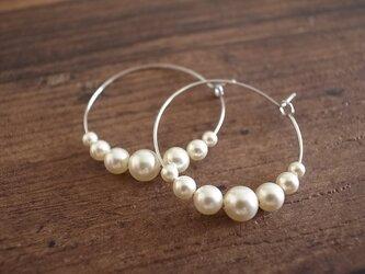 pearl hoop earringsの画像