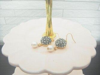スワロフスキーハーフボール&パールピアス(ブラックダイアモンド)の画像