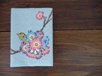 紅型ブックカバー 桜とメジロの画像