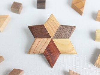 寄木の星形ブローチの画像